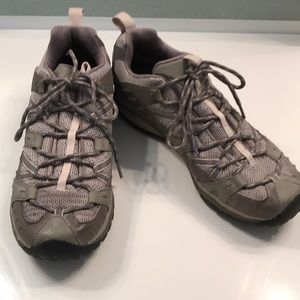 Woman's Merrill hiking boots SZ 10
